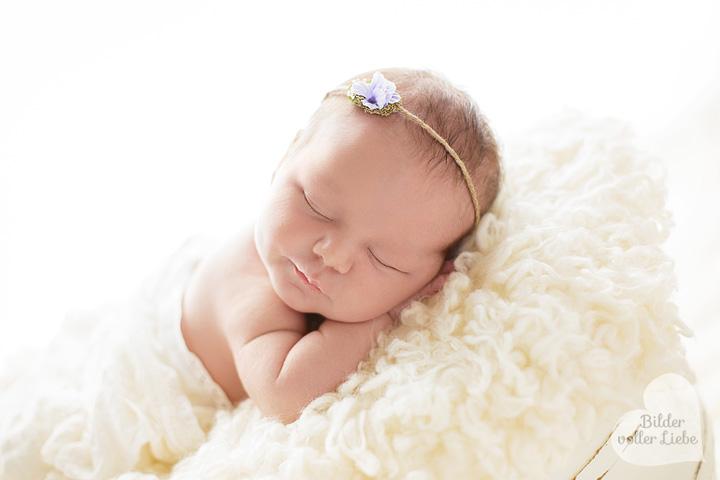 besondere-babyfotos-berlin-babyfotografie-neugeborenenfotos-bilder-voller-liebe