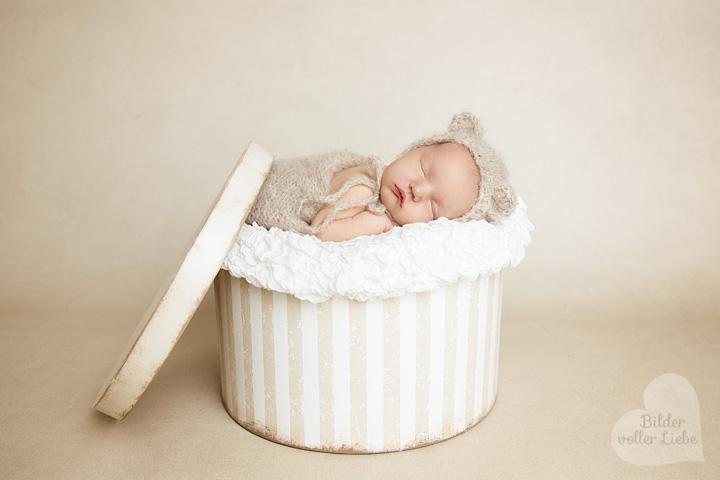 besondere-neugeborenenbilder-berlin-babyshooting-fotostudio-babyfotografie-vogelsdorf