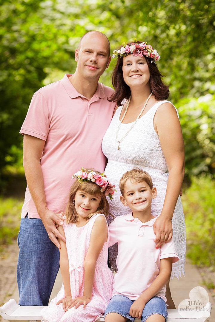 familienfotografie-berlin-familienportrait-besondere-familienfotos-outdoor-fotoshoot