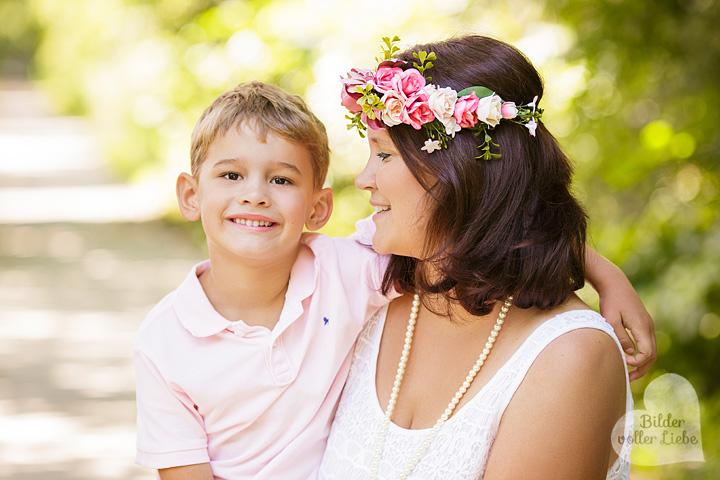 familienfotos-berlin-fotoshooting-outdoor-familienfoto-elternkindfotos-bilder-voller-liebe