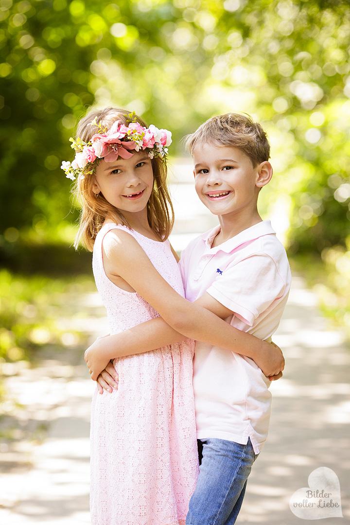 kinderfotograf-berlin-besondere-geschwisterbilder-geschwisterfotos-geschwisterfotografie-familienfotos