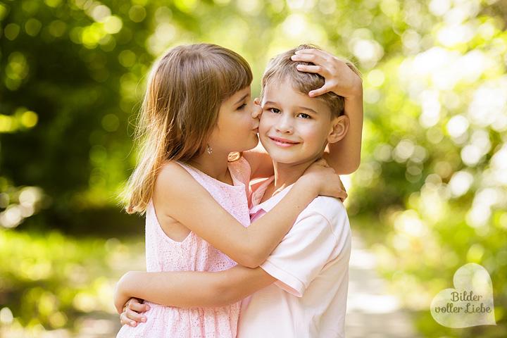 suesse-kinderbilder-berlin-kinderfotos-kinderfotografie-kinderfotografin-neuenhagen-bilder-voller-liebe