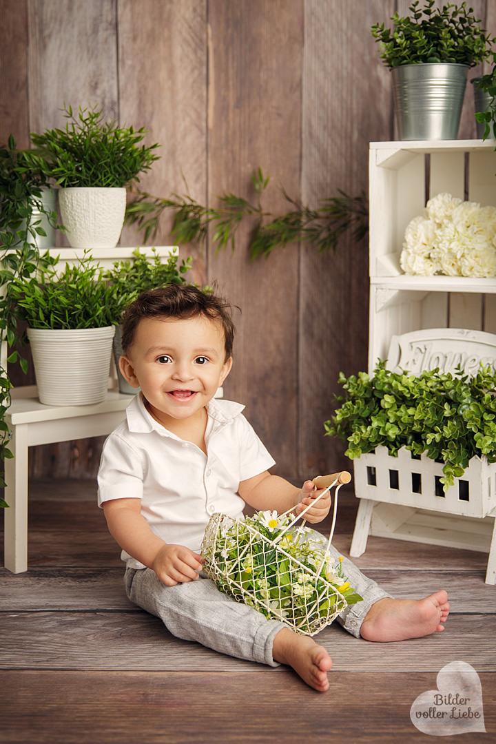 ostershooting-geschenk-ostern-kinderfotografie-babyfotografie-berlin